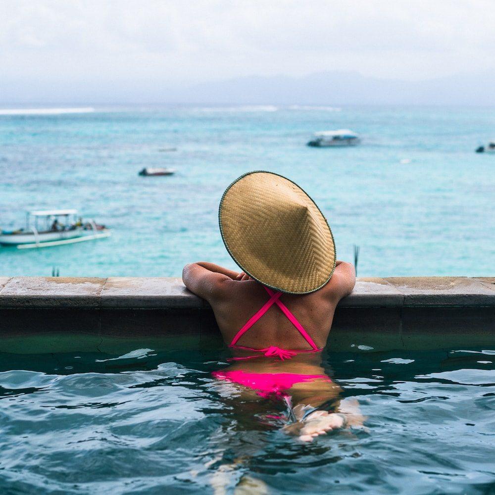 Pool overlooking the ocean at Nusa Lembongan