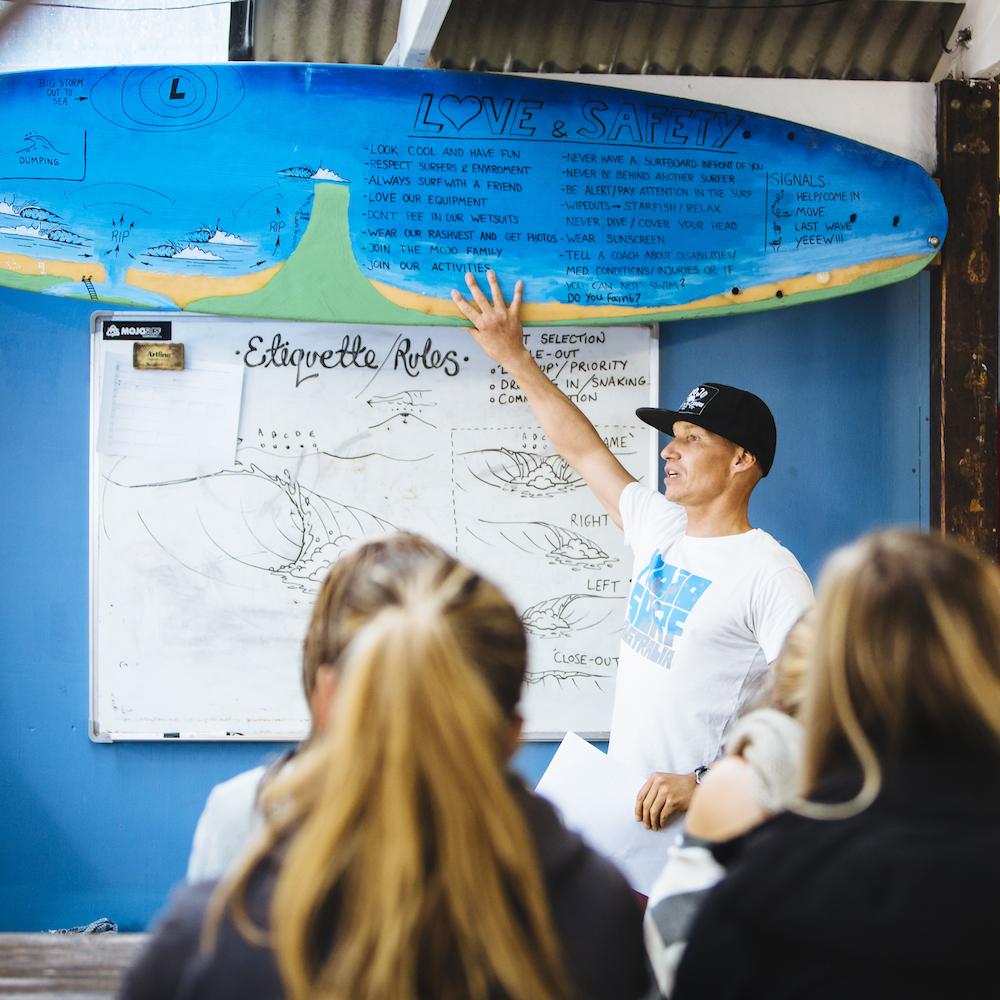 Mojosurf Academy - Spot X Surf Camp